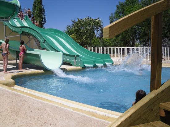 Grenouille dans la piscine picture of camping lac de for Camping lac annecy avec piscine