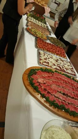 Faido, İsviçre: Buffet feste nella sala grande