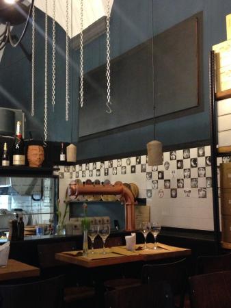 Sala con cucina a vista - Foto di Caffè Sette Chiese, Bologna ...