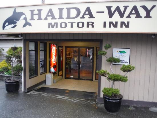 Haida Way Motor Inn: Lobby Entrance