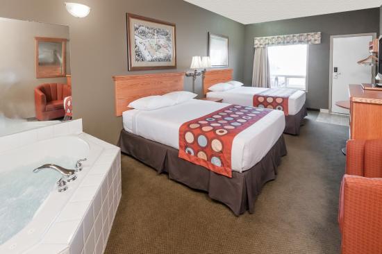 Three Hills, Канада: Jacuzzi Room - Queen Beds