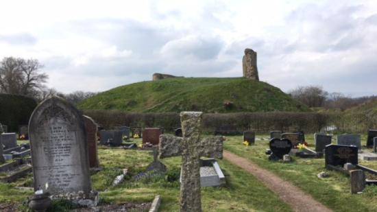 Kilpeck, UK: View to remains of castle from church yard