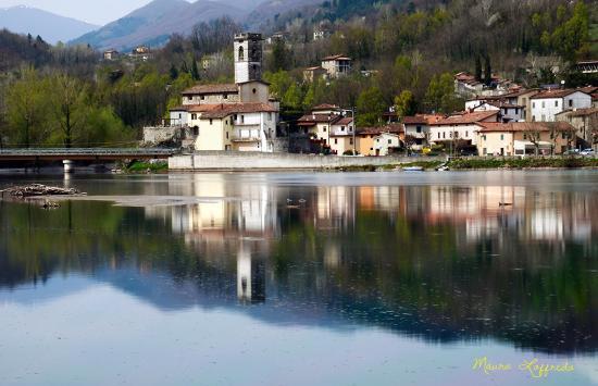 Lago di Pontecosi: Scorcio del borgo di Pontecosi.