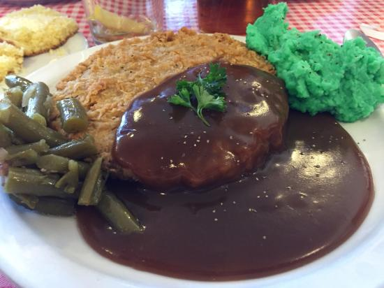 Schoolhouse Restaurant: Country fried steak, mashed potatoes (St. Patrick's Day) & green beans.