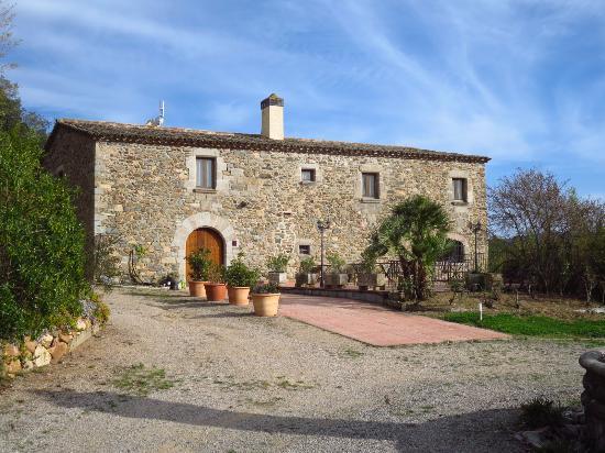 Hotel Casa Rural Mas Gran: Acceso principal y su terraza relajante