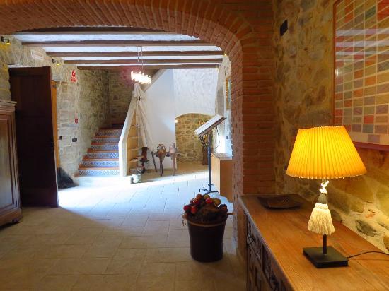 Hotel Casa Rural Mas Gran: La recepción y la colección de billetes de tranvía especiales