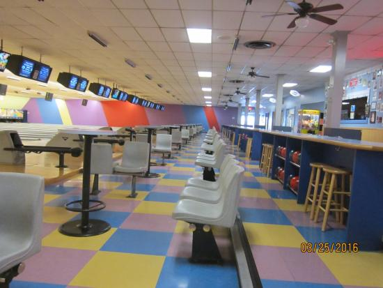 Willow Grove, PA: Picture of bowling lanes