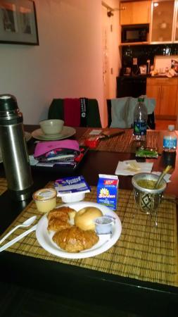 Ocean Reef Suites: Desayuno: jugo, yoghurt, cereales, pancake, bagel, medialunas, leche, café... magnífico!