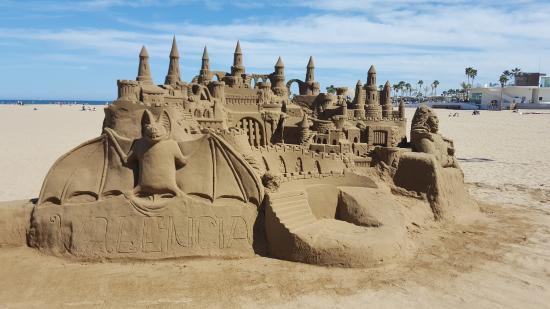 Playa de La Malvarrosa: Castillo de arena