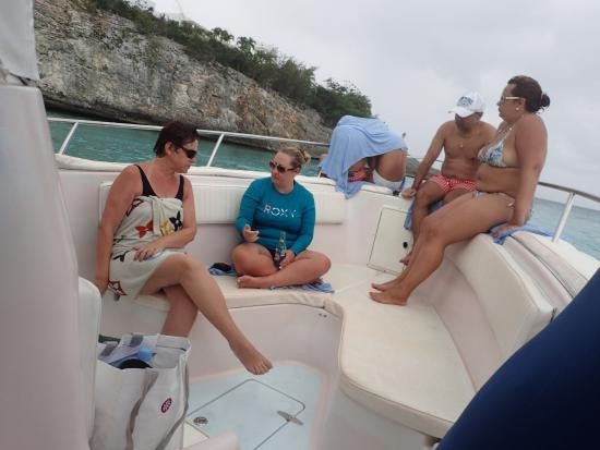 Oyster Pond, Saint-Martin / Sint Maarten: Front of the boat, people were braving the rain!