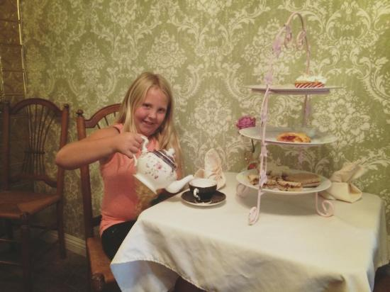 Fallbrook, Califórnia: Child's High Tea in the Green Room