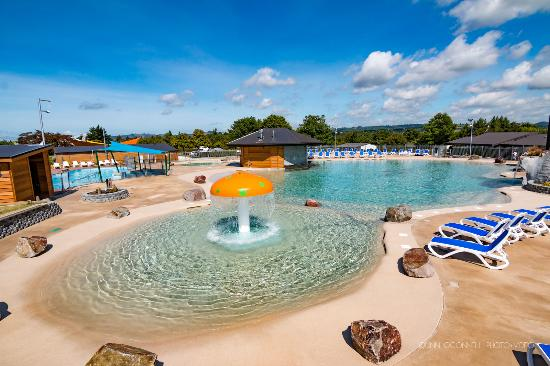 Lake Taupo TOP 10 Holiday Resort: View of New Thermally Heated Pool