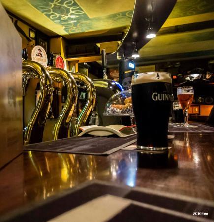Morrigan Pub: Le nostre pinte le puoi bere al banco.....e puoi anche mangiare!