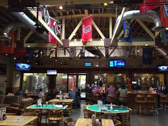 Klamath Basin Brewing Company : Fine brew pub to hang out and watch March Madness