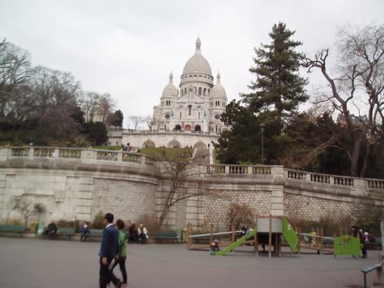 Basilica du Sacre-Coeur de Montmartre: Secre Coeur at the bottom of the hill