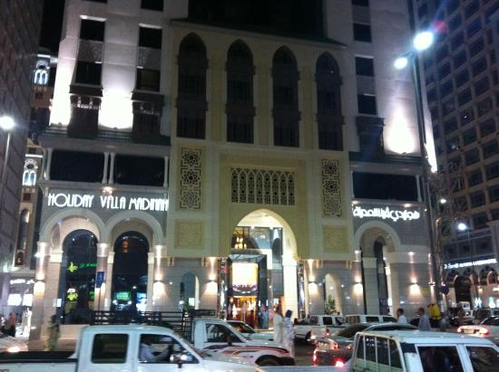 Holiday Villa Madinah: View from across the road