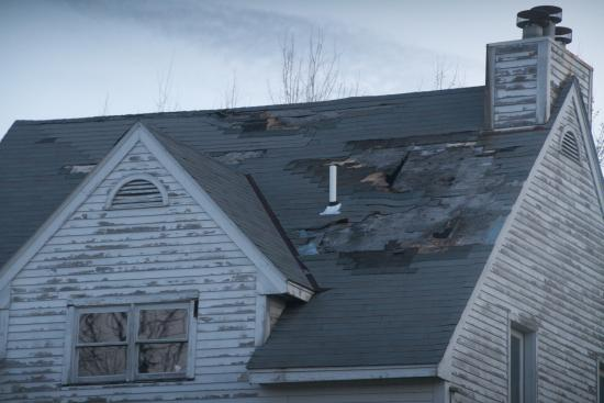 Francestown, Nueva Hampshire: Derelict buildings from a previous, failed (?) timeshare resort really diminish the views.