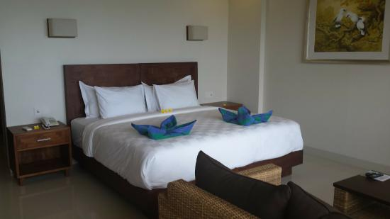 Hotel Genggong at Candidasa: Such a clean cofortable bed.