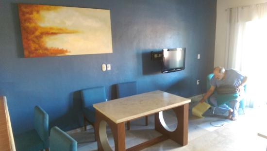 Villa del Palmar Beach Resort & Spa: Old cheap uncomfortable furniture and a worthless TV