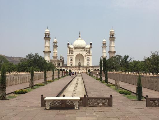 Baby Taj Mahal and tomb - Picture of Bibi Ka Maqbara ...