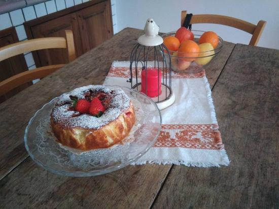 Agriturismo La Volpe e l'Uva : accoglienza con torta