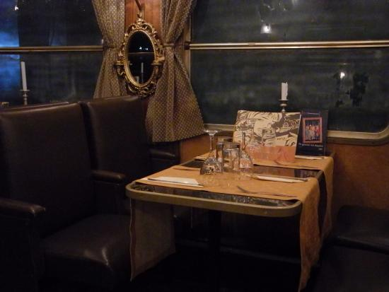 Bord för fyra - Picture of To Treno sto Rouf - Wagon Restaurant ...
