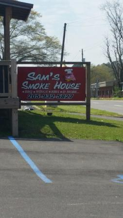 Sam's Smokehouse : Great lil mom and pop place!