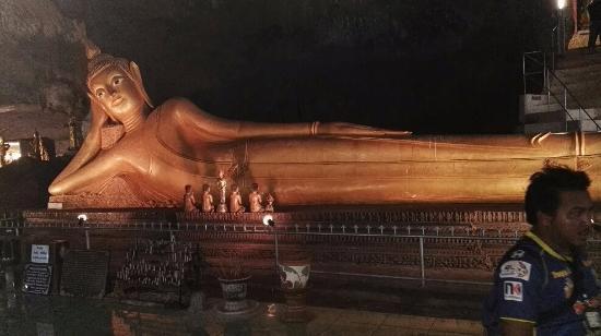 """Phang Nga Province, Thailand: Boudha couché vu lors de l'excursion """"James Bons Island"""""""