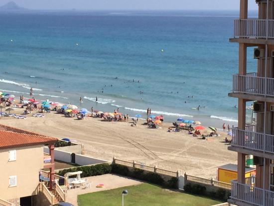 Hotel Entremares: Vista desde la habitación familiar con vista lateral al mar.