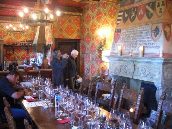 Castello di Amorosa: Preparing for wine tasting/food pairing in Royal Aparemtne