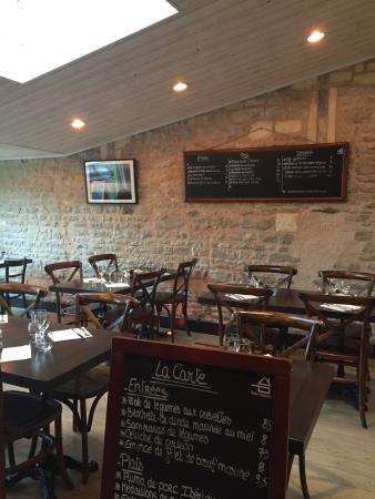 Charmante et chaleureuse salle de restaurant côté Parc de la Barbette