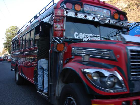 Posada Monte Rosa: chicken bus