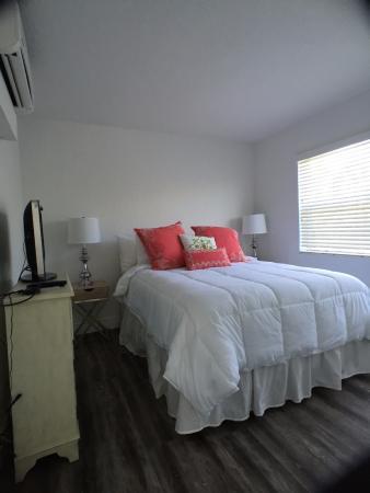 Sea Spray Inn : Bedroom