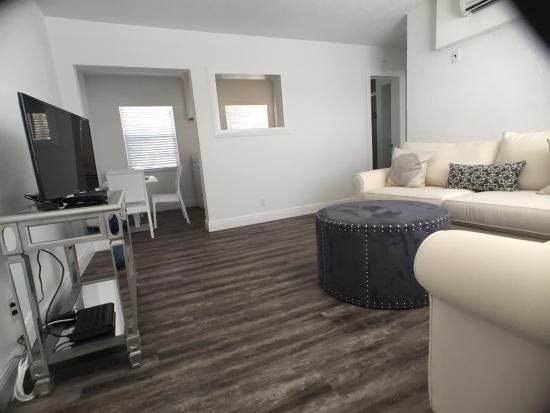 Sea Spray Inn : One-Bedroom Living