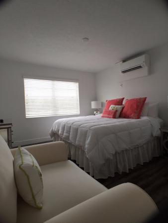 Sea Spray Inn : One-Bedroom Bed
