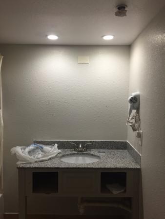 Bathroom Mirrors Virginia Beach no mirror in bathroom - picture of dolphin inn, virginia beach