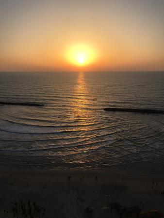 Sheraton Tel Aviv Hotel: Sunset from the room balcony