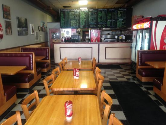 Manny's Downtown Pizza: Dining room