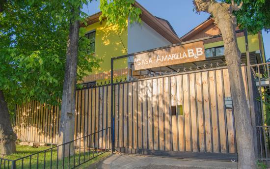 Casa Amarilla Hostal Bed & Breakfast
