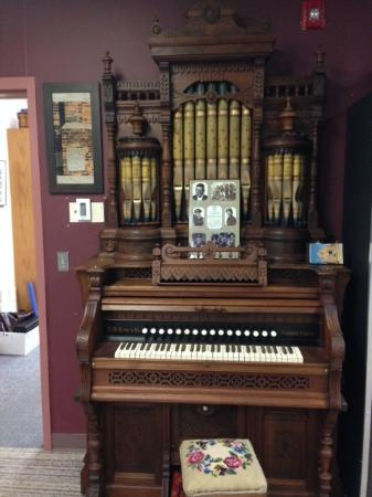 Chatham, Canada : Gorgeous Organ from the first BME Church in Canada