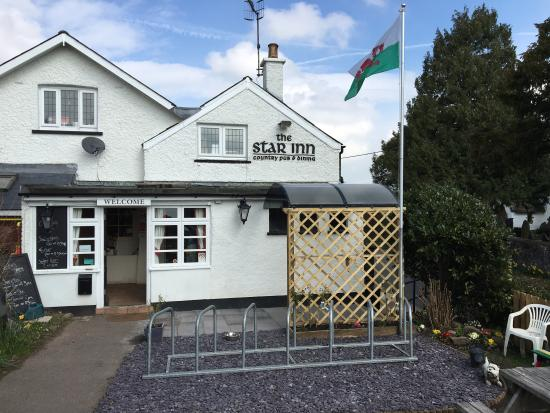 The Star Inn: new smoking shelter and bike rack