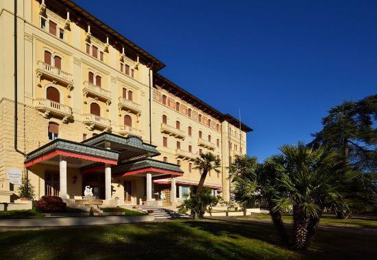 Grand Hotel Palazzo della Fonte: External Entrance