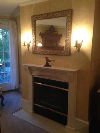 east lake fireplace picture of the white doe inn manteo tripadvisor rh tripadvisor com