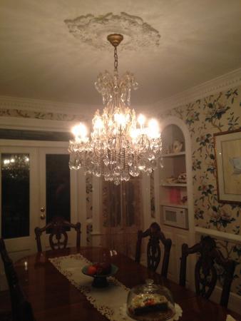 The White Doe Inn Bed & Breakfast: Inside Dining Room White Doe Inn