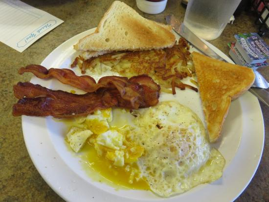 Richmond, MO: Bacon and Egg Breakfast