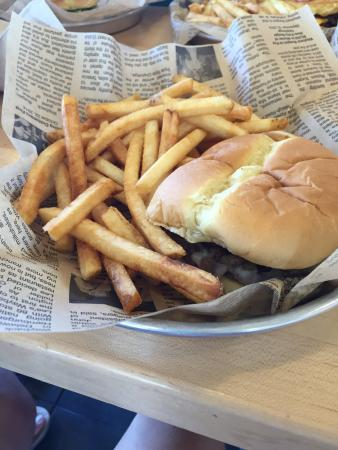 Lehigh Acres, Флорида: Fresh made burgers and more. Burgers and turkey burgers tasty and fresh. Made for your liking. N
