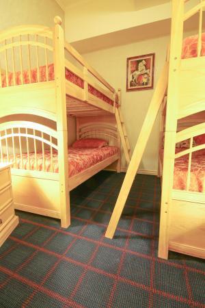 Auberge Quebec: Suite Écono-Familiale | Econo-Family Suite