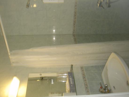 هوتل آرثر: Baño