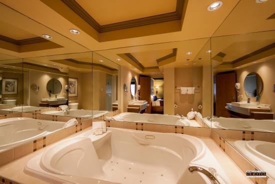 Hôtel Lindbergh : Salle de bain suite | Suite bathroom
