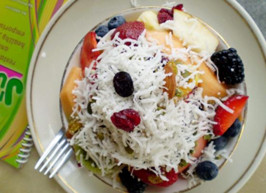 Sunny Isles Beach, FL: salada com coco